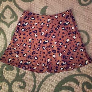 Flirty and flowy leopard print mini skirt